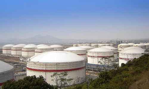 two aspects of oil storage tank maintain